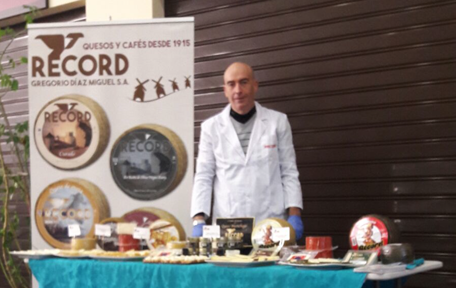 Gabriel Acosta en la jornada de degustación de Quesos Record en Mérida