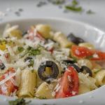 Pasta con Albahaca, Aceitunas negras, Tomate Cherry y Queso Record @MuchasRecetastk
