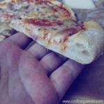 Pizza de queso de cabra Record, cebolla morada y aceitunas verdes @MigueOrtells