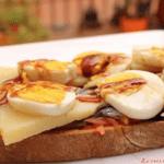 Tosta de anchoas, queso Record, huevos y reducción     de vinagre al Pedro Ximenez @lacocinadegibe