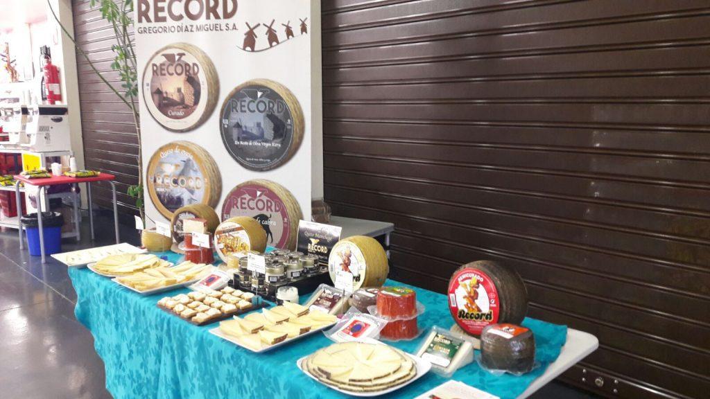 Mesa degustación de Quesos Record en  Cash del Jamón y el Vino, Mérida